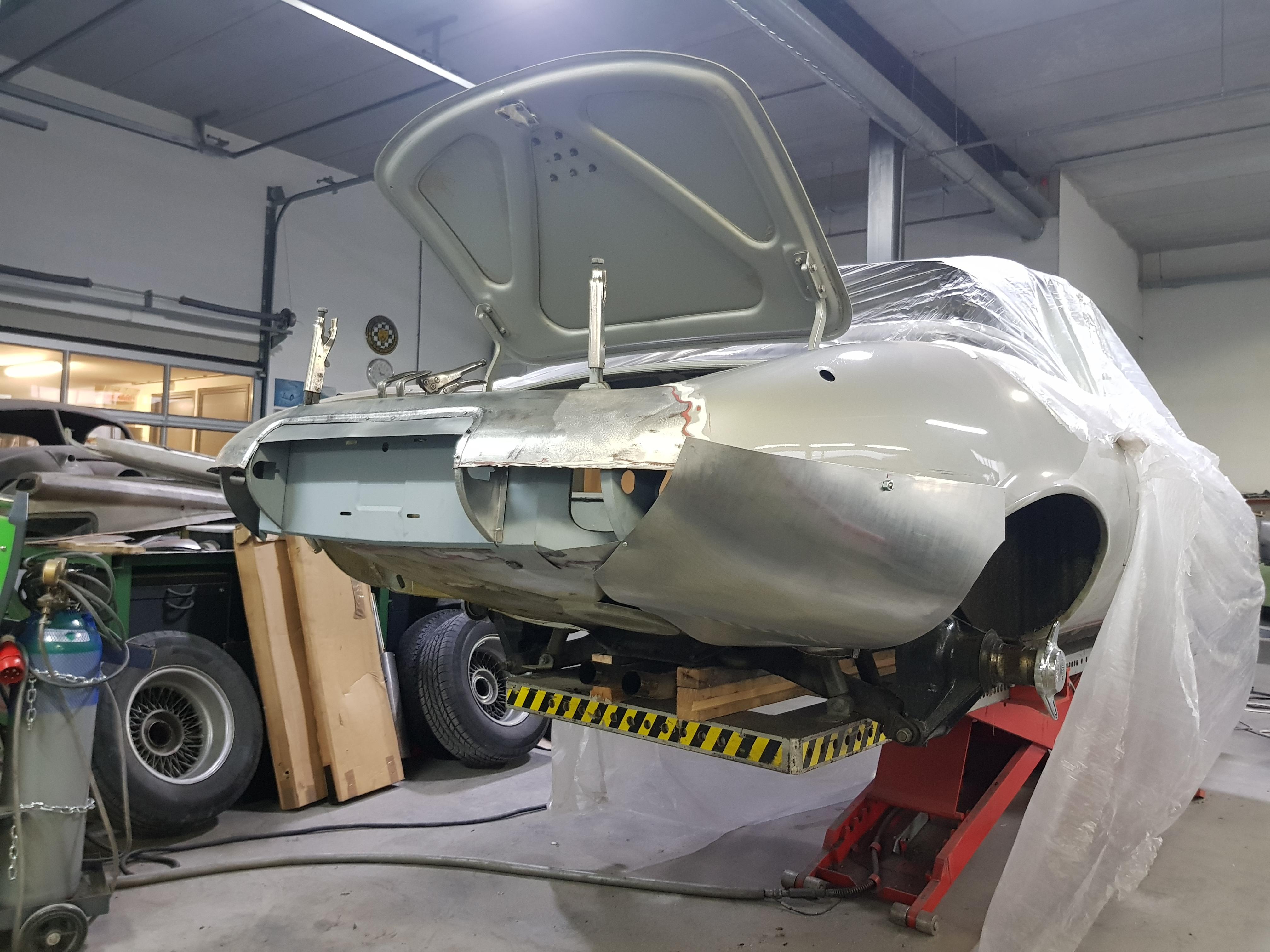Jaguar E-Type Custom Build 13.jpg